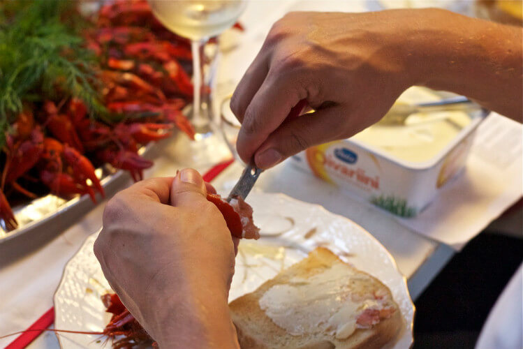 Blend_All_About_Wine_Quinta_do_Santiago_Opening_Crayfish_Knife Quinta de Santiago meets Crayfish Quinta de Santiago meets Crayfish Blend All About Wine Quinta do Santiago Opening Crayfish Knife