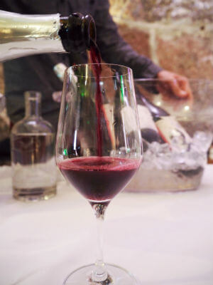 Blend_All_About_Wine_Aphros_Vinhao_Red_Bubbles