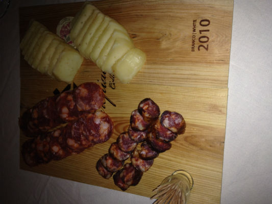 Blend-All-About-Wine-Arrepiado-Velho-Board-of-Different-Sausages