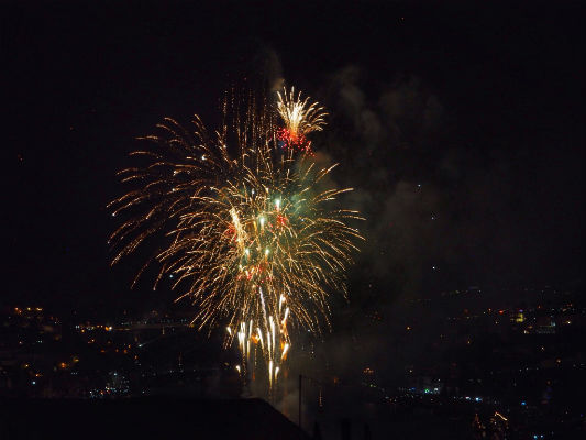 Blend-All-About-Wine-Midsummer-in-Portugal-Fireworks