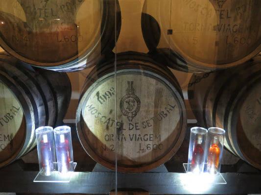 Blend-All-About-Wine-Moscatel-De-Setubal-Gold-Under-torna-viagem