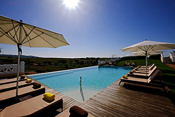 blend-all-about-wine-herdade-sobroso-piscina