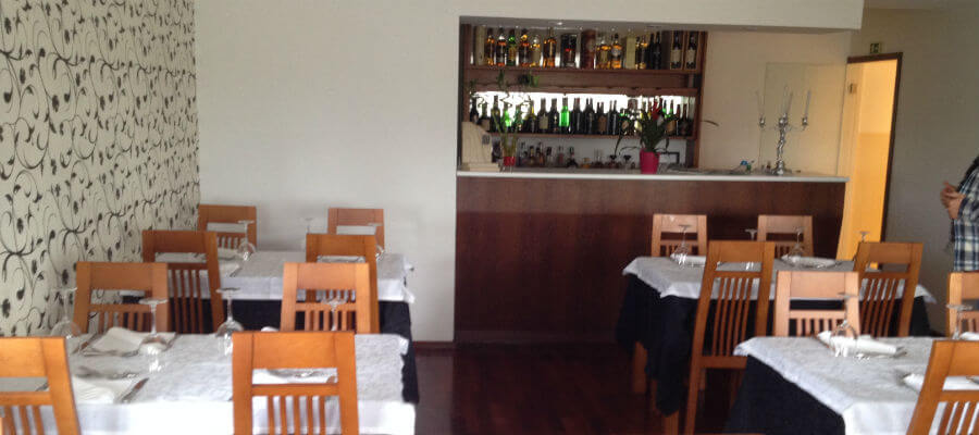 Blend-All-About-Wine-Brasão-Two Rooms