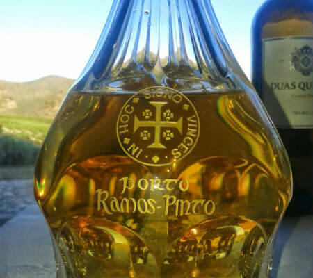 Blend-All-About-Wine-Ramos Pinto-Duas-Quintas-branco-decanter ramos pinto Ramos Pinto – Duas Quintas 25 anos de História Blend All About Wine Ramos Pinto Duas Quintas branco decanter