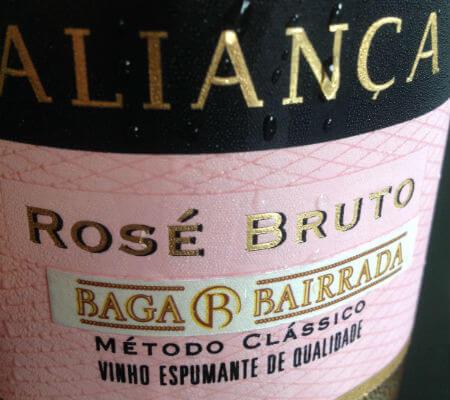 Blend-All-About-Wine-Aliança-Rose-Bruto aliança Uma aliança entre o vinho e a arte, no coração da Bairrada Blend All About Wine Alian  a Rose Bruto