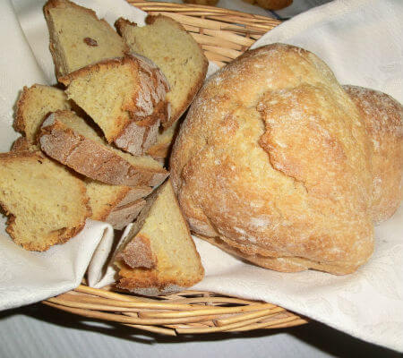Blend-All-About-Wine-Adega Matos-bread