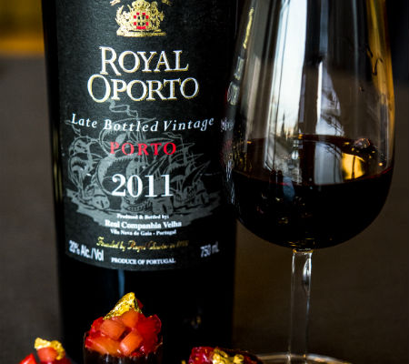 Blend-All-About-Wine-Royal Oporto LBV 2011-Real Companhia Velha-Movement