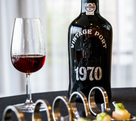 Blend-All-About-Wine-Vintage Port 1970-Real Companhia Velha-Movement